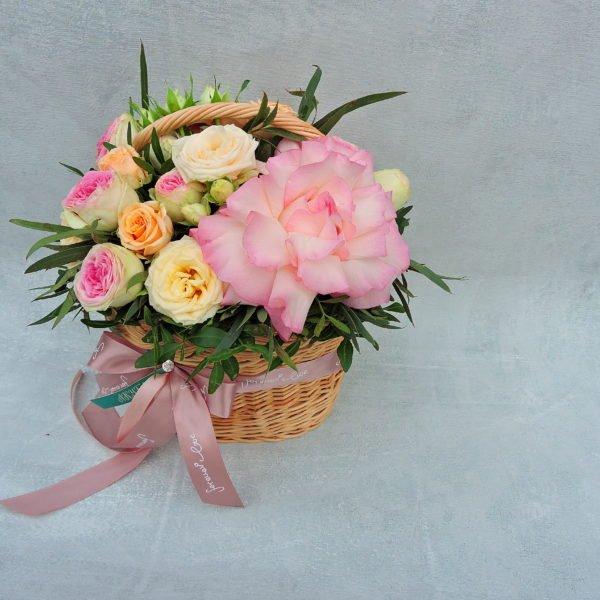 Корзина с цветами «Комплимент»