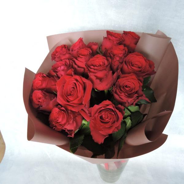 Роза красная в упаковке 7
