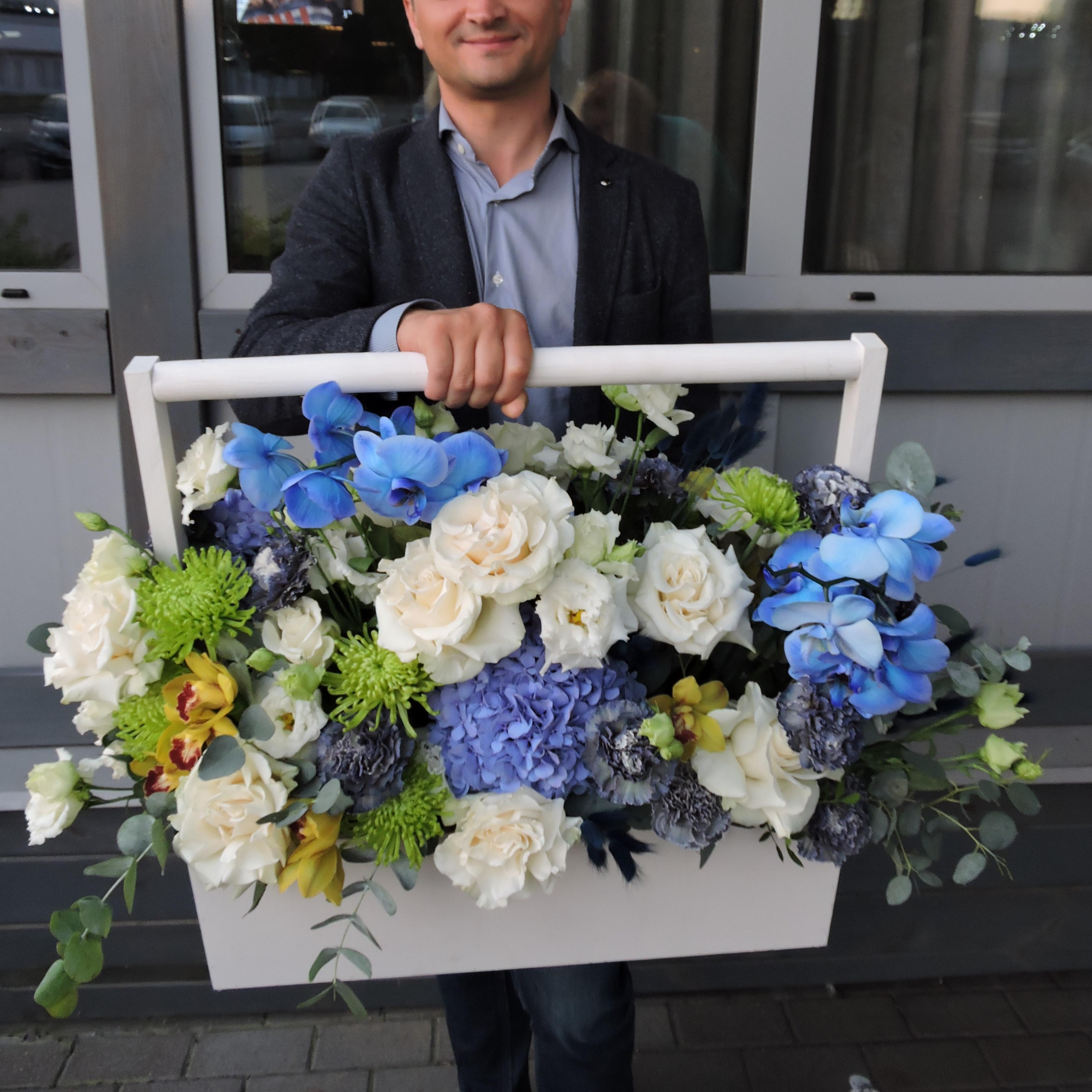 Корзина с цветами «Цветочное изобилие»