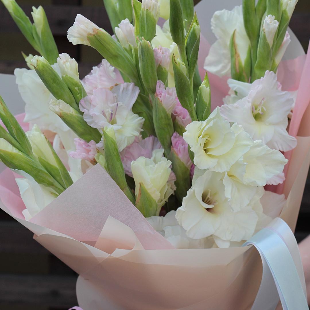 Красивый букет белые лилии фото того