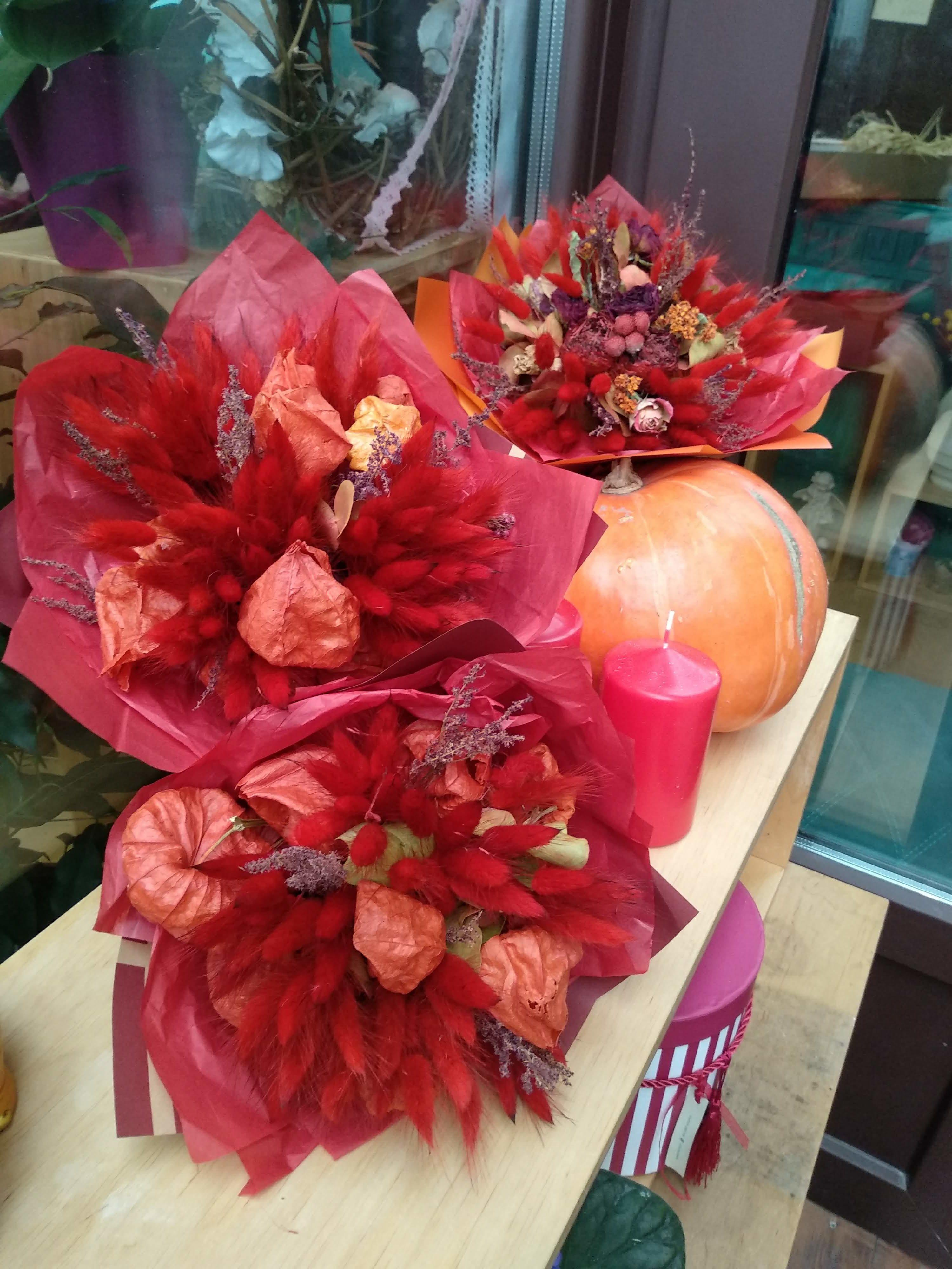лагурус, физалис, роза пионовидная